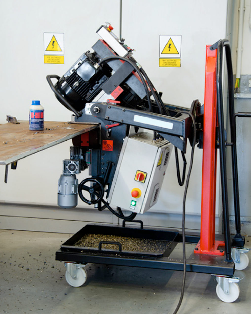 DOUBLE-SIDED BEVELLING & PRECISE SPINDLE SPEED ADJUSTMENT